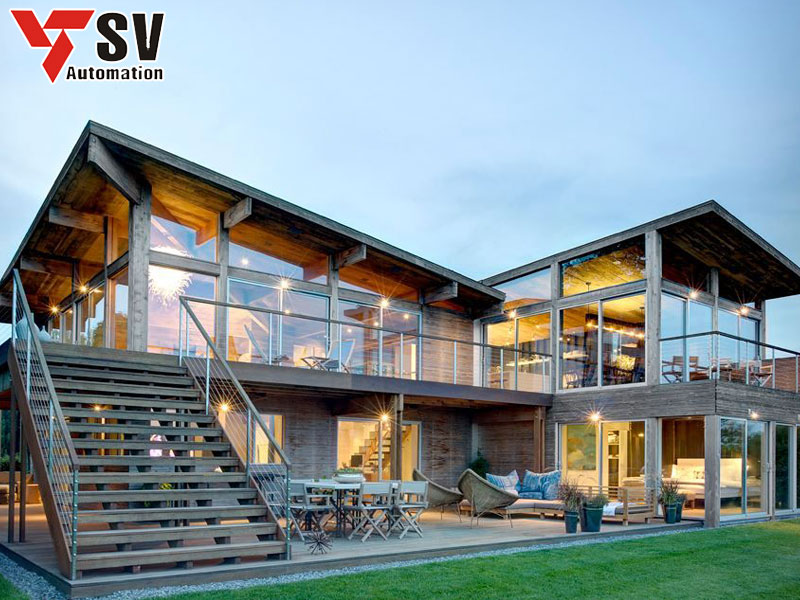 Mẫu nhà thép tiền chế 2 tầng dân dụng được kết hợp độc đáo cùng gỗ giúp tạo không gian xanh cho ngôi nhà của bạn