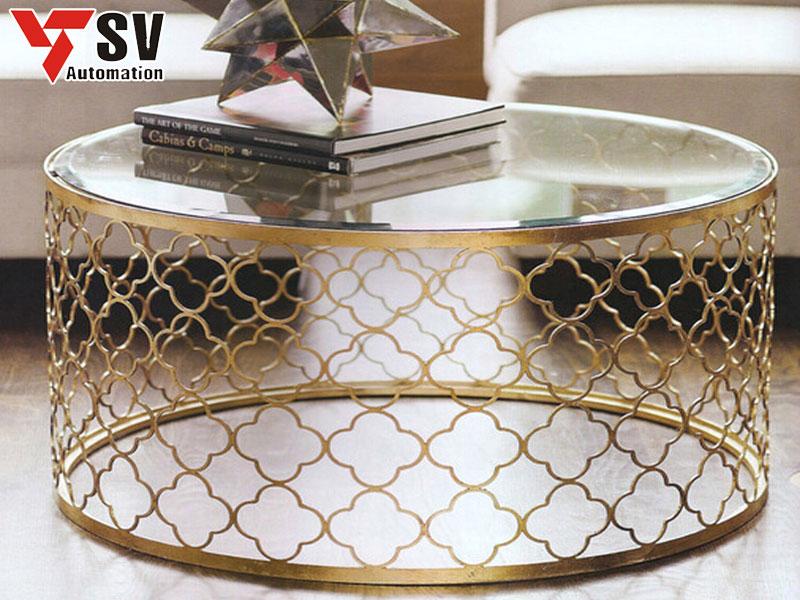 Mẫu bàn kim loại được cắt Laser với hình hoa vàng đẹp mắt