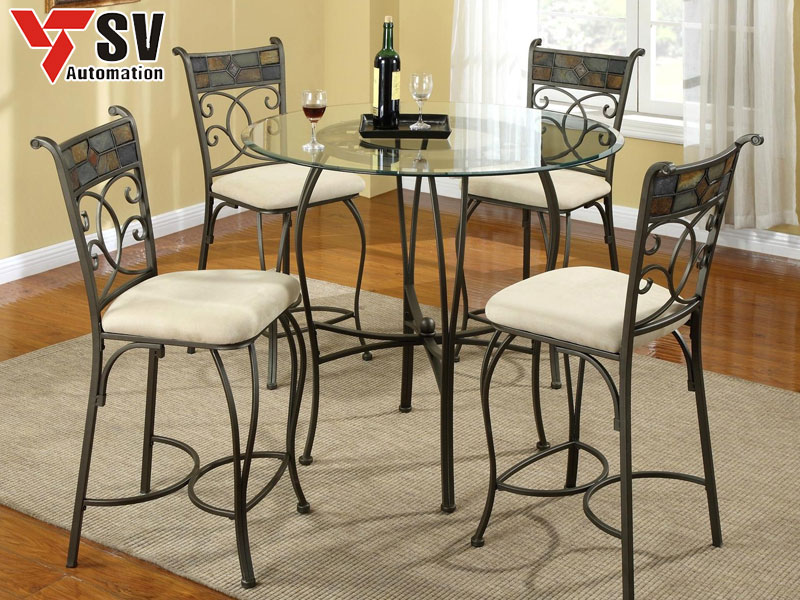 Mẫu 7: Bộ bàn ghế kim loại kiểu cao mang phong cách Anh Quốc, phù hợp cho những ngôi nhà phá cách hiện đại, tân tiến