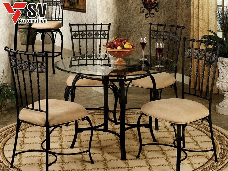 Mẫu 1: Bàn ghế ăn phong cách Châu Âu phù hợp cho những gian bếp sang trọng, hiện đại