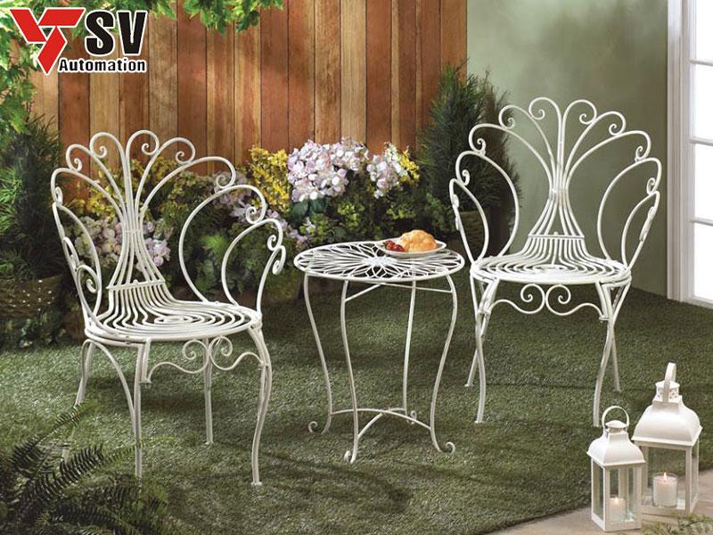 Mẫu bàn ghế sân vườn bằng Sắt được sơn màu trắng và cắt Laser cực tinh xảo