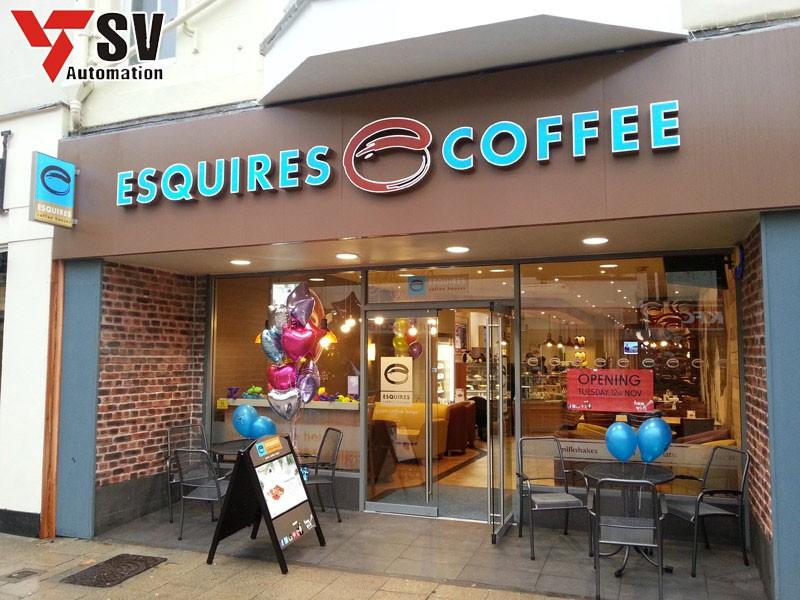Mẫu biển quảng cáo quán cà phê được phủ sơn xanh giúp khách hàng dễ dàng nhận diện thương hiệu của bạn hơn