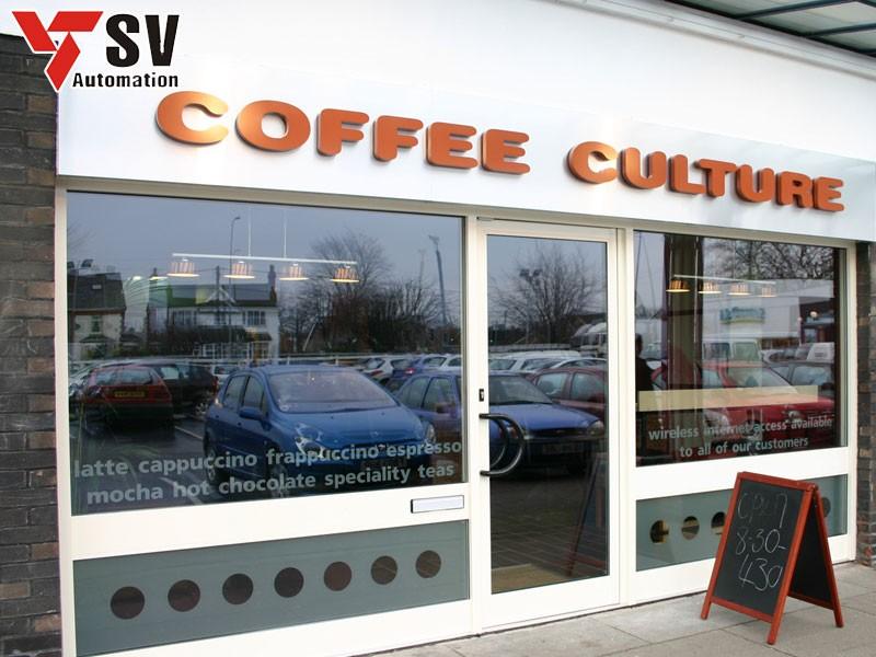 Mẫu biển hiệu quán cà phê đơn giản, phù hợp cho những quán có diện tích nhỏ hay kinh doanh theo hướng mua mang về