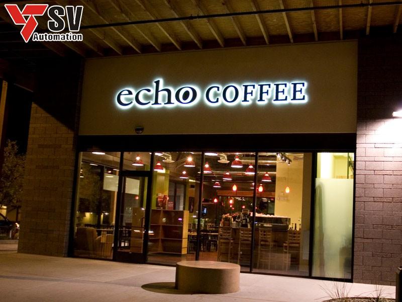 Mẫu biển quảng cáo quán cà phê với font chữ mảnh khảnh tạo nét nhẹ nhàng, lôi cuốn cho quán của bạn