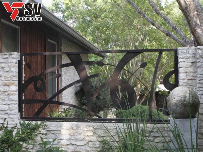 Bạn nên chọn hoa văn vách ngăn ngoại thất phù hợp với phong cách tổng thể kiến trúc của ngôi nhà