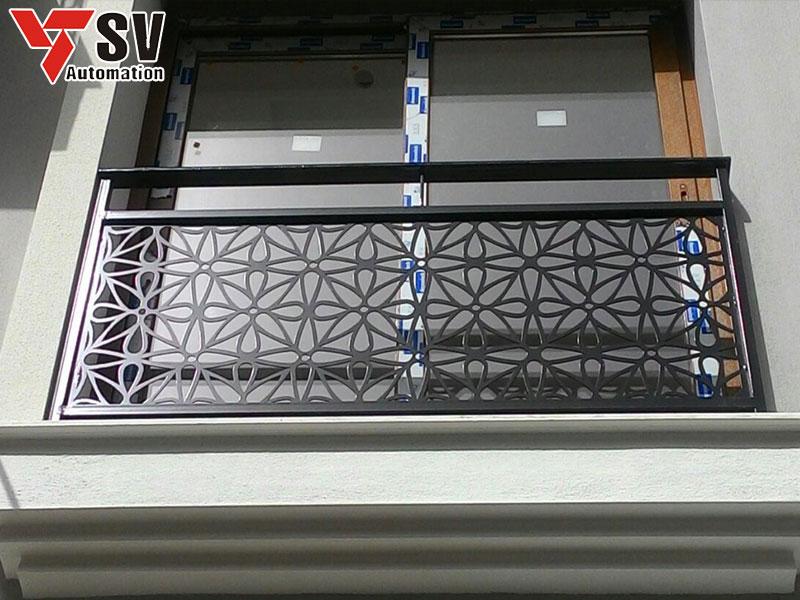 Một mẫu ban công Thép được cắt hoa văn bằng Laser