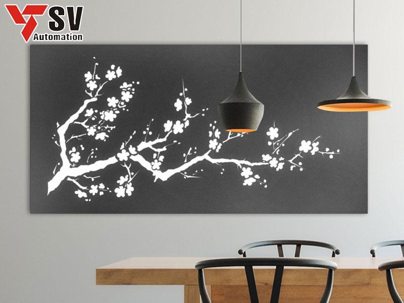 Vật dụng treo tường cũng được thiết kế hình vẽ Laser bắt mắt