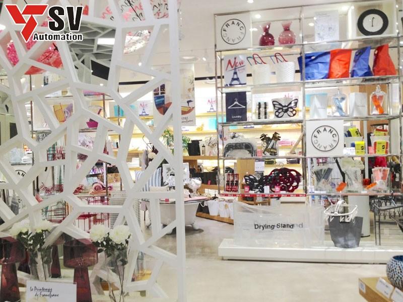 Quầy trưng bày giúp khách dễ lựa chọn các loại mặt hàng mà mình thích